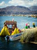 De drijvende eilanden van Uros in meer Titicaca, Peru royalty-vrije stock fotografie