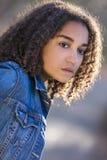 De droevige Gemengde Vrouw van de Ras Afrikaanse Amerikaanse Tiener royalty-vrije stock afbeelding