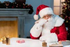 De droevige Kerstman stock foto's