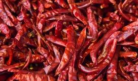 De droge achtergrond van de Spaanse peperpeper Veel roodgloeiend behang van pigmentchili, gecombineerd of de stapel Thais voedsel Stock Foto's
