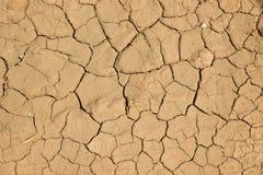 De droge gebarsten achtergrond van de de grondtextuur van de aardegrond Stock Afbeeldingen