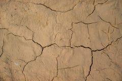 De droge gebarsten achtergrond van de de grondtextuur van de aardegrond Royalty-vrije Stock Afbeeldingen