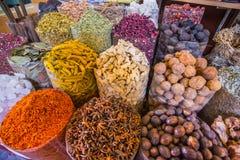 De droge kruiden van kruidenbloemen in het kruid souq in Deira royalty-vrije stock foto's