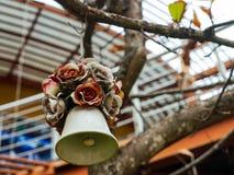 De droge rozen en klok van de hartwind Royalty-vrije Stock Fotografie