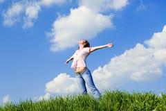 De dromen van de vrouw om op winden te vliegen stock afbeelding
