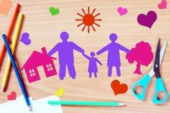 De dromen van kinderen over gelukkige en vriendschappelijke familie royalty-vrije stock foto's