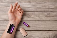 De droom geeft sterkte en energiebewegingen Word wordt mijn droom geschreven op de batterij Hand van de mens met een groef voor h royalty-vrije stock foto's