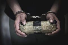 De drughandelaars werden gearresteerd samen met hun heroïne E stock foto's