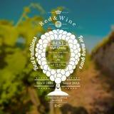 De druivenbos kijkt als wijnglas met vat voor tekst in het centrum Wijnetiket op wijngaardachtergrond Royalty-vrije Stock Foto's