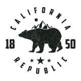 De druk van Californië grunge met beer en bergen wijnoogst vector illustratie