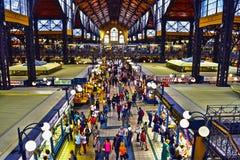 De drukte van het winkelen in een markt van de hoogte wordt gezien die Royalty-vrije Stock Fotografie