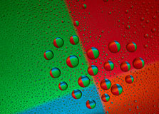 De druppeltjes van het water op het glas in de vorm van hart Stock Afbeeldingen