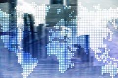 De dubbele kaart van de blootstellingswereld op wolkenkrabberachtergrond Mededeling en globaal bedrijfsconcept stock fotografie