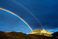 De dubbele regenboog van Tibet stock foto's