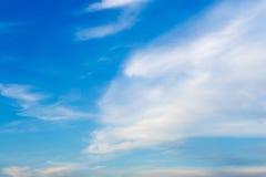 De duidelijke achtergrond van Hemel Blauwe Wolken Stock Afbeelding