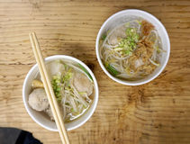 De duidelijke soep van de Porkballnoedel Stock Fotografie