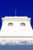 De duidelijke witte bouw in Spaanse Pueblo Royalty-vrije Stock Fotografie