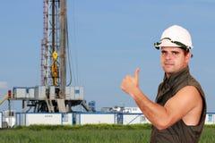 De duim van de oliearbeider omhoog Stock Afbeelding