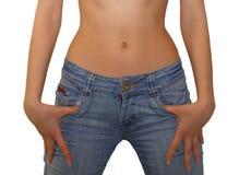 De duimen van Womans die in jeanszak worden vastgehaakt Royalty-vrije Stock Foto
