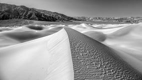 De duinen van het woestijnzand in Zwart-witte no1 Royalty-vrije Stock Afbeelding
