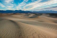 De duinen van het zand in de Vallei van de Dood Stock Afbeeldingen