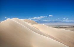 De duinen van het zand in de woestijn Stock Foto's