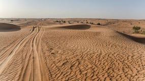 De duinen van het zand in de woestijn van Doubai Stock Foto