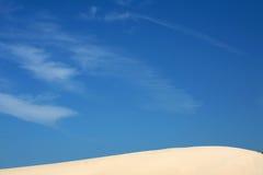 De Duinen van het zand en Hemel stock afbeelding