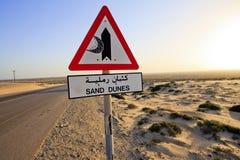 Het teken en de weg van de Duinen van het zand Stock Afbeelding