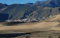 De duinen van het zand in Tibet Stock Fotografie