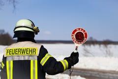 De Duitse Brandbestrijder blokkeert een weg Stock Fotografie