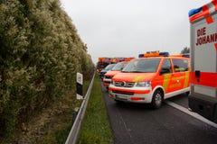 De Duitse hulpdienstauto's bevindt zich op een rij Stock Afbeelding