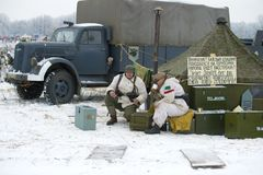 De Duitse militairen op het gebied kamperen Fragment van de militair-historische wederopbouw` Januari Donder ` Stock Fotografie