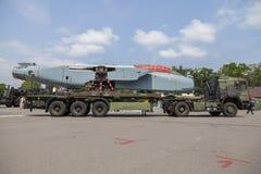 De Duitse vrachtwagen van de legermens GL met een gedemonteerd Panavia-Tornadovliegtuig Stock Fotografie