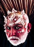De duivel met sluwheid kijkt verleidende mensen Demonhoofd met doornen op gezicht die van duisternis, verschrikking en nachtmerri royalty-vrije stock afbeelding