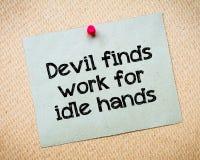 De duivel vindt het werk voor nutteloze handen Stock Foto's