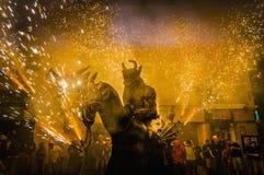 De duivels dansen Groep op perfo Correfoc Stock Fotografie