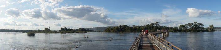 De duivels` s Keel of Garganta Del Diablo zijn de belangrijkste waterval van de Iguazu-Dalingen complex in Argentinië stock foto
