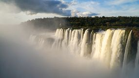 De duivels` s Keel of Garganta Del Diablo zijn de belangrijkste waterval van de Iguazu-Dalingen complex in Argentinië stock afbeeldingen
