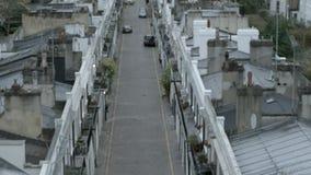 De dure huizen op a cobbled straat in Londen stock footage