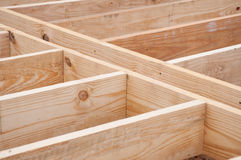 De dwarsbalken van de vloer van timmerhout worden gemaakt dat stock afbeeldingen
