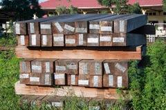 De dwarsbalkspoorweg dit is oud hout Stock Foto's