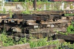 De dwarsbalkspoorweg dit is oud hout Royalty-vrije Stock Fotografie