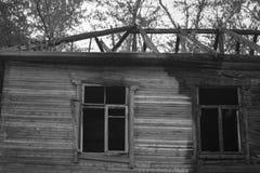 De dystra följderna av branden av ett bostads- Arkivbilder