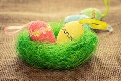 De Easter vida ainda Estilo country Ovos de Easter no ninho Imagens de Stock