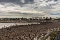 De eb stelt rotsachtig strand in Aultbea, NW Schotland bloot Royalty-vrije Stock Foto