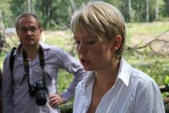 De ecologist Eugene Chirikov geeft gesprekken aan journalisten royalty-vrije stock afbeelding