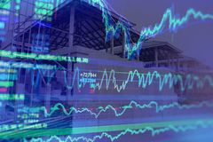 De economische groei van onroerende goederen of bouw met concept stoc stock afbeelding