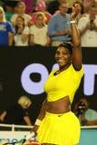 De eenentwintig keer Grote Slagkampioen Serena Williams viert overwinning na haar halve finalegelijke bij Australian Open 2016 Stock Afbeelding