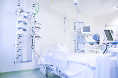 De eenheid van de intensive care met monitors Royalty-vrije Stock Foto's